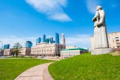 Λεπτομέρεια του μνημείου ` Μόσχα - πόλη ηρώων στην οδό Kutuzovsky Prospekt κατά τη διάρκεια της μεσημβρίας Στοκ εικόνα με δικαίωμα ελεύθερης χρήσης