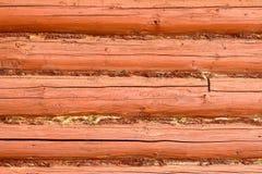 Λεπτομέρεια του ξύλινου τοίχου φιαγμένη από κούτσουρα Στοκ Φωτογραφία