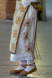 Λεπτομέρεια του παραδοσιακού ρουμανικού λαϊκού κοστουμιού από την περιοχή Banat, ROM στοκ φωτογραφία