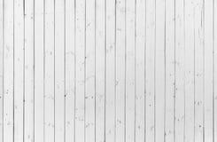 Λεπτομέρεια του παλαιού ξύλινου άσπρου χρωματισμένου τοίχου με πολλά ρωγμές και άκρα, κατασκευασμένο υπόβαθρο στοκ φωτογραφία με δικαίωμα ελεύθερης χρήσης