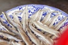 Λεπτομέρεια του πιάτου των από την Κανταβρία αντσουγιών στο ελαιόλαδο στοκ εικόνα