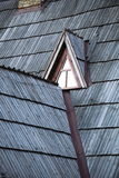 Λεπτομέρεια του προστατευτικού ξύλινου βοτσάλου στη στέγη Στοκ Εικόνες