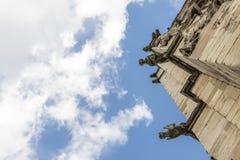 Λεπτομέρεια του πύργου με τα gargoyles στη στέγη του μοναστηριακού ναού της Υόρκης, στο U Στοκ εικόνες με δικαίωμα ελεύθερης χρήσης