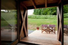 Λεπτομέρεια του σύγχρονου ξύλινου σπιτιού Στοκ φωτογραφία με δικαίωμα ελεύθερης χρήσης