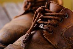 Λεπτομέρεια των δαντελλών στα παπούτσια δέρματος Στοκ Φωτογραφία