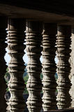 Λεπτομέρεια των γυρισμένων φραγμών πετρών ενός παραθύρου στο Angkor Wat μέσα Στοκ Φωτογραφίες