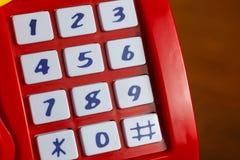 Λεπτομέρεια των κλειδιών στον κόκκινο κατάλογο μετρητών στοκ εικόνες