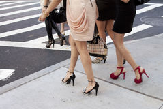 Λεπτομέρεια των παπουτσιών και των τακουνιών γυναικών υπαίθρια στη Νέα Υόρκη Στοκ Εικόνα