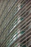 Λεπτομέρεια των παραθύρων σε ένα σύγχρονο κτήριο πρόσθετη επιχειρησιακή μορφή ανασκόπησης Στοκ Εικόνες