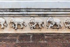 Λεπτομέρεια των χαρασμένων ελεφάντων στον ταϊλανδικό ναό Στοκ Εικόνες