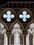 Λεπτομέρεια Doge& x27 παλάτι Arcade του s: Γοτθική αρχιτεκτονική στη Βενετία, Ι Στοκ Φωτογραφία