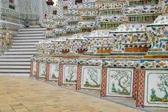 Λεπτομέρειες διακοσμήσεων Wat Arun, Μπανγκόκ, Ταϊλάνδη Στοκ Φωτογραφία