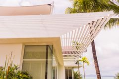 Λεπτομέρειες κατασκευής: Louver αλουμινίου ή σκιά ήλιων στοκ εικόνες με δικαίωμα ελεύθερης χρήσης