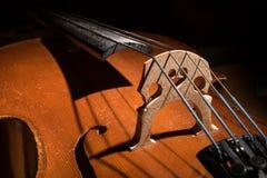 Λεπτομέρειες σειρών και του σώματος των μικρών βιολοντσέλων στοκ εικόνα