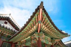 Λεπτομέρειες στεγών του παλατιού Changdeokgung στη Σεούλ στοκ φωτογραφία