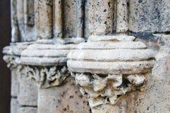 Λεπτομέρειες τεκτονικών στους στυλοβάτες του ιστορικού καθεδρικού ναού του Ρέγκενσμπουργκ, Γερμανία στοκ εικόνες