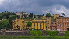 Λεπτομέρειες της αρχιτεκτονικής της Φλωρεντίας κατά μήκος των όχθεων του ποταμού Arno, Τοσκάνη Στοκ Εικόνες