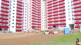 Λεπτομέρειες της παιδικής χαράς που χτίζει πλησίον κάτω από την κατασκευή PZSP, απόθεμα βίντεο