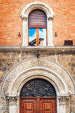Λεπτομέρειες της παραδοσιακής αρχιτεκτονικής στην πόλη της Σιένα, Τοσκάνη Στοκ Φωτογραφία