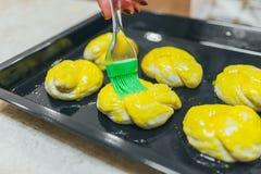 Λεπτομέρειες της προετοιμασίας των κέικ στοκ φωτογραφίες