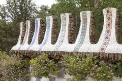 Λεπτομέρειες του κεραμικού μωσαϊκού Gaudi στο πάρκο Guell, Βαρκελώνη, Ισπανία στοκ φωτογραφίες