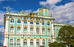 Λεπτομέρειες του χειμερινού παλατιού στο λεκέ Πετρούπολη στοκ εικόνες