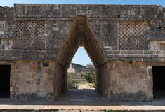 Λεπτομέρειες του maya puuc ύφους αρχιτεκτονικής στις καταστροφές uxmal, Μεξικό Στοκ Φωτογραφία
