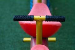 Λεπτομέρειες seesaw, kid's υπαίθριος εξοπλισμός παιχνιδιού Στοκ φωτογραφίες με δικαίωμα ελεύθερης χρήσης