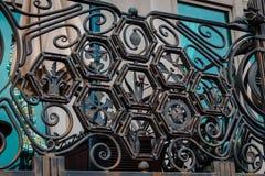 Λεπτομερές κιγκλίδωμα στο μπαλκόνι από την προκυμαία στη Φιλαδέλφεια στοκ φωτογραφίες
