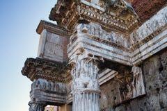 Λεπτομερής άποψη σχετικά με το αρχαίο κτήριο στηλών στη Ρώμη, Ιταλία Στοκ Φωτογραφίες