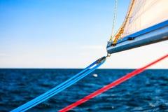 Λεπτομερής κινηματογράφηση σε πρώτο πλάνο των ξαρτιών στη βάρκα πανιών Στοκ Εικόνα