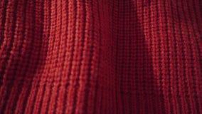 Λεπτομερής πυροβολισμός ενός κόκκινου πλεκτού πουλόβερ Μπορέστε να χρησιμοποιηθείτε ως ανασκόπηση απόθεμα βίντεο