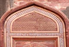 Λεπτό αρχιτεκτονικό σχέδιο στο οχυρό Agra Στοκ Εικόνες
