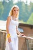 Λεπτό όμορφο πορτρέτο κοριτσιών Στοκ φωτογραφία με δικαίωμα ελεύθερης χρήσης
