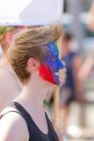 Λεσβιακό κορίτσι με το χρωματισμένο πρόσωπο στην ημέρα οδών του Christopher στη Στουτγάρδη, Γερμανία στοκ εικόνες