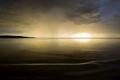 Λετονία Ηλιοβασίλεμα στον ποταμό Αλλαγή στον καιρό Στοιχειώδες binge Στοκ εικόνα με δικαίωμα ελεύθερης χρήσης