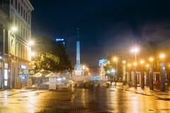Λετονία Ρήγα Άποψη νύχτας του αναμνηστικού μνημείου ελευθερίας στην ελευθερία Στοκ Εικόνες