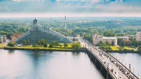 Λετονία Ρήγα Κλίσεις Akmens - πέτρινη οδός γεφυρών στη θερινή ημέρα Στοκ εικόνες με δικαίωμα ελεύθερης χρήσης