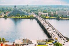 Λετονία Ρήγα Κλίσεις Akmens - πέτρινη οδός γεφυρών στη θερινή ημέρα Στοκ Εικόνα