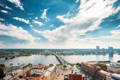Λετονία Ρήγα Κλίσεις Akmens - πέτρινη οδός γεφυρών στη θερινή ημέρα Στοκ Εικόνες