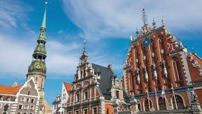 Λετονία Ρήγα Σπίτι των σπυρακιών και του καθεδρικού ναού στην παλαιά πόλη χρόνος-σφάλμα απόθεμα βίντεο
