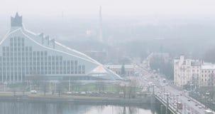 Λετονία Τοπ εικονική παράσταση πόλης άποψης στη βροχερή χειμερινή ημέρα ομίχλης της Misty φιλμ μικρού μήκους