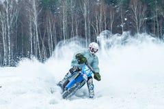 Λετονία, Raiskums, χειμερινό μοτοκρός, Skioring, οδηγοί με τη μηχανή Στοκ Φωτογραφίες