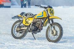 Λετονία, Raiskums, χειμερινό μοτοκρός, Skioring, οδηγοί με τη μηχανή Στοκ φωτογραφίες με δικαίωμα ελεύθερης χρήσης