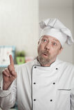 Λευκά αρσενικά Cook στην κουζίνα στοκ εικόνα με δικαίωμα ελεύθερης χρήσης