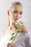 λευκή γυναίκα λουλου Στοκ εικόνα με δικαίωμα ελεύθερης χρήσης