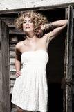λευκή γυναίκα φορεμάτων Στοκ εικόνες με δικαίωμα ελεύθερης χρήσης
