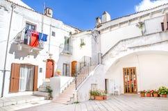 Λευκοί Οίκοι της νότιας Ιταλίας σε Monte Sant Angelo - Gargano Στοκ Εικόνες
