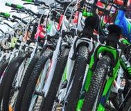 Λευκορωσία, Μινσκ - 12 Απριλίου 2017: Η αγορά των ποδηλάτων Πολλά φτηνά ποδήλατα Στοκ εικόνες με δικαίωμα ελεύθερης χρήσης