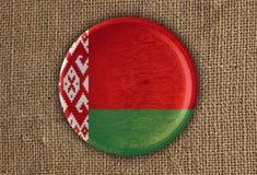 Λευκορωσικό κατασκευασμένο στρογγυλό ξύλο σημαιών στο τραχύ ύφασμα Στοκ Εικόνες